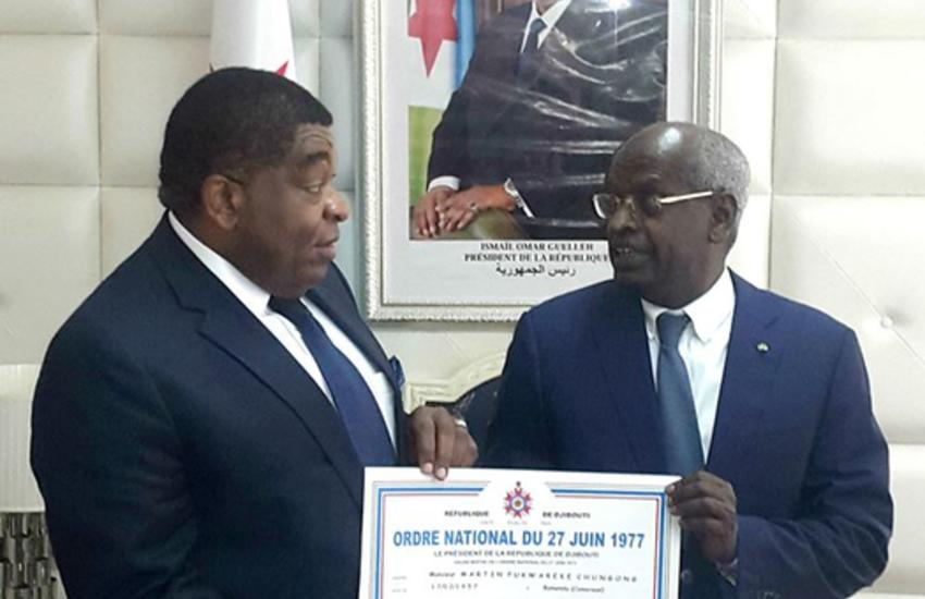 Prime Minister of Djibouti Abdoulkader Kamil Mohamed presents IPU Secretary General Martin Chungong with the National Order of 27th of June