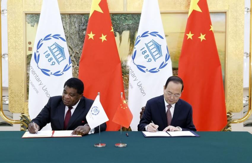 IPU Secretary General Martin Chungong and NPC Standing Committee Secretary General Yang Zhenwu signing the agreement on this donation.