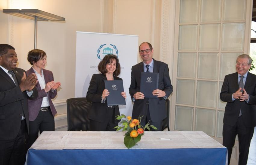Anda Filip, Director, IPU's Division for Member Parliaments and External Relations, and Christoph Benn, Director of External Relations, the Global Fund signing the MOU