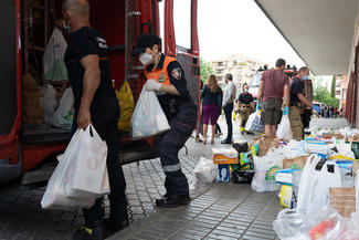 Spanish firefighters collect food for poor